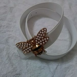 This is a beautiful bumblebee belt for women
